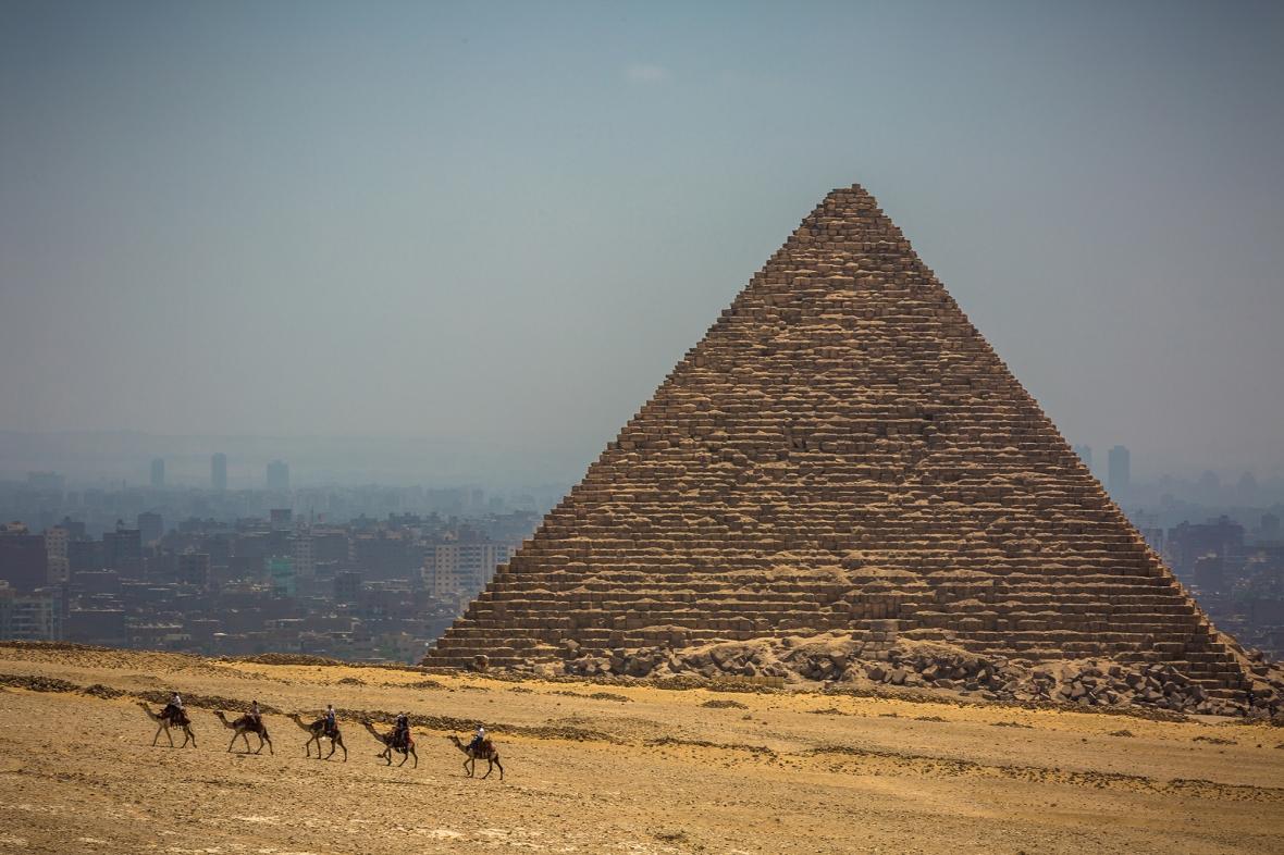 CamelPyramids03